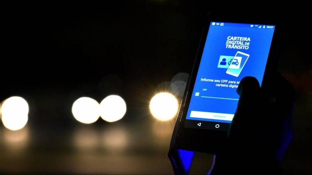 Carteira digital de trânsito facilita a utilização de documentos através de certificação digital